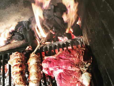 Involtini di pollo & bistecca alla fiorentina sulla brace